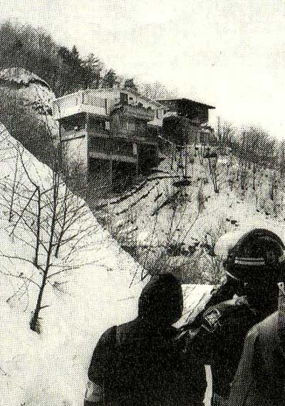 あさま山荘事件 ・あさま山荘事件。山岳アジトを追われた連合赤軍の幹部ら5人、軽井沢の別... 事